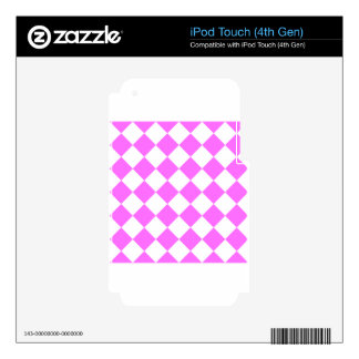 Diag Checkered - White and Ultra Pink iPod Touch 4G Skins