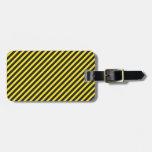 Diagonal amarilla y negra de la construcción rayad etiquetas maletas