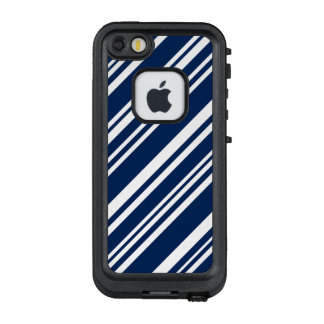 Diagonal Dark Blue and White Stripes LifeProof FRĒ iPhone SE/5/5s Case