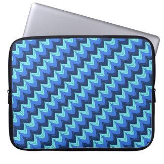 Diagonal zigzag arches laptop sleeve