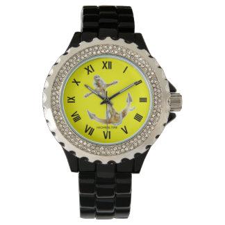 Diamante artificial con el ancla negra del reloj