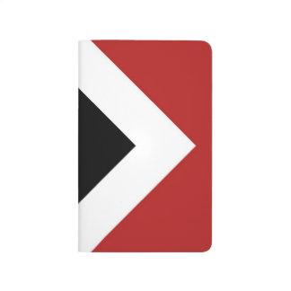 Diamante negro, frontera blanca intrépida en rojo cuaderno