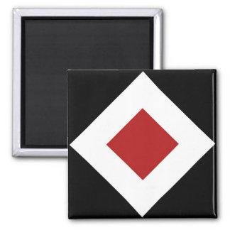 Diamante rojo, frontera blanca intrépida en negro imán cuadrado