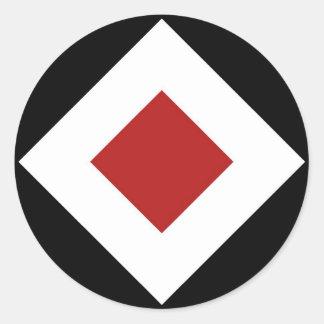 Diamante rojo, frontera blanca intrépida en negro pegatina redonda