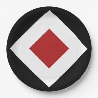 Diamante rojo, frontera blanca intrépida en negro plato de papel de 9 pulgadas