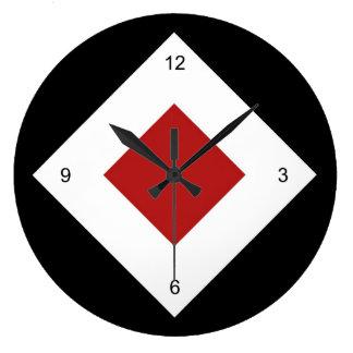 Diamante rojo, frontera blanca intrépida en negro reloj redondo grande
