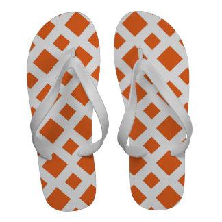 Diamantes anaranjados en blanco sandalias de playa