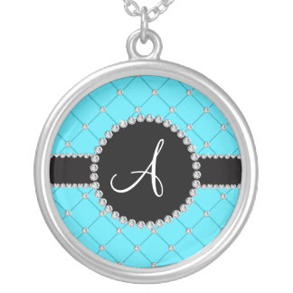 Diamantes azules claros del penacho del monograma colgante redondo