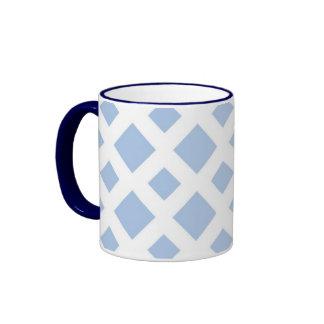 Diamantes azules claros en blanco taza a dos colores