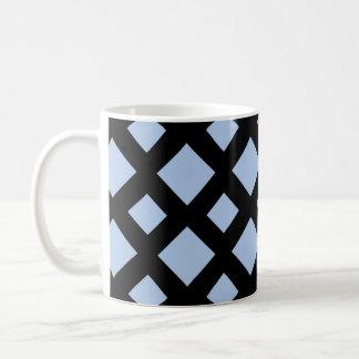 Diamantes azules claros en negro taza básica blanca