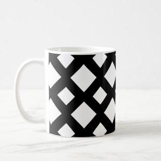 Diamantes blancos en negro taza básica blanca
