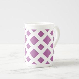 Diamantes de la lavanda en blanco taza de porcelana