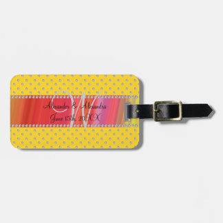 Diamantes del amarillo del monograma del boda etiquetas para equipaje
