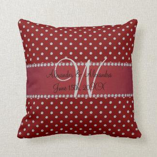 Diamantes del rojo del monograma del boda almohadas