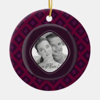Diamantes del terciopelo (púrpuras) (boda) adorno redondo de cerámica