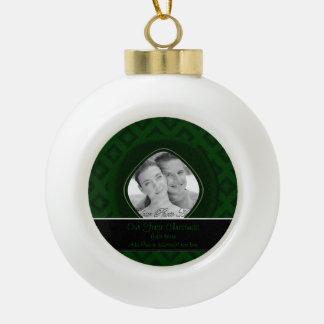 Diamantes del terciopelo (verde) (boda) adorno de cerámica en forma de bola