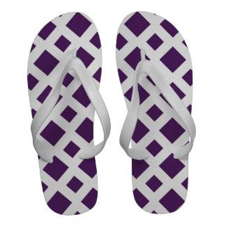 Diamantes púrpuras en blanco chanclas playa