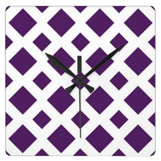 Diamantes púrpuras en blanco reloj cuadrado