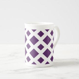 Diamantes púrpuras en blanco taza de porcelana