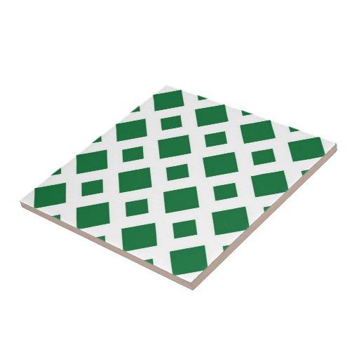 Diamantes verdes en blanco azulejos