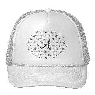 Diamantes y arcos blancos del monograma gorros bordados