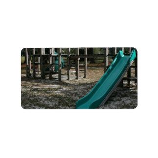 Diapositiva verde del patio, gimnasio de madera de etiqueta de dirección