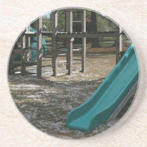 Diapositiva verde del patio, gimnasio de madera de posavasos diseño