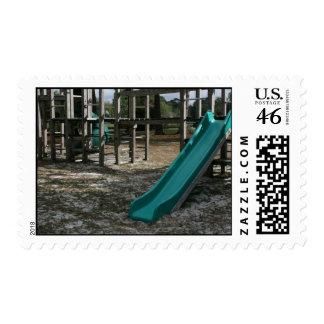 Diapositiva verde del patio, gimnasio de madera de
