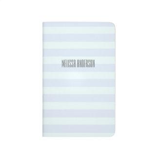 Diario del bolsillo de las rayas suavemente verdes cuadernos grapados