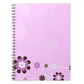Diario rosado del cuaderno de la flor
