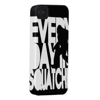Diario soy Squatchin blanco y negro iPhone 4 Case-Mate Coberturas