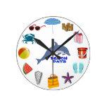 Días de la playa del verano del océano del cangrej reloj