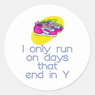 Días de RunnerChick Etiqueta Redonda