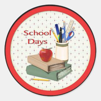 Días escolares etiquetas redondas