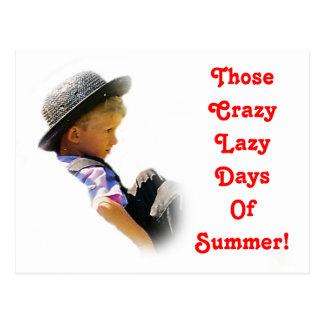 Días perezosos locos postal del verano