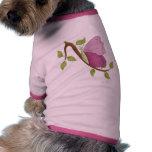 Días rosados de la mariposa camisetas de mascota