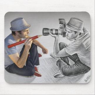 Dibuje a lápiz contra la cámara - arte 3D - fotógr Alfombrilla De Ratones