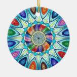 Dibujo abstracto de la mandala del ornamento adorno navideño redondo de cerámica