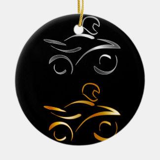 Dibujo abstracto de una moto y de un motorista adorno navideño redondo de cerámica