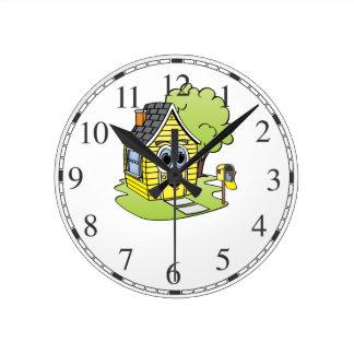 Dibujo animado amarillo de la casa reloj redondo mediano