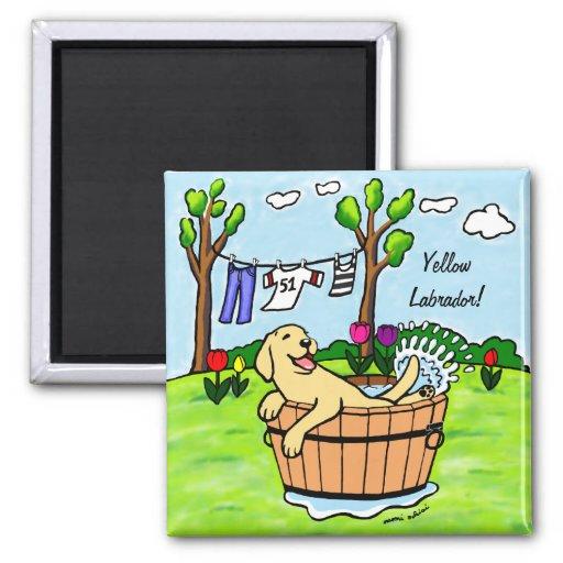 Dibujo animado amarillo de la piscina del perrito imán cuadrado