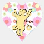 Dibujo animado amarillo del abrazo del perrito de pegatina en forma de corazón