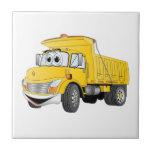 Dibujo animado amarillo del árbol del camión volqu azulejo