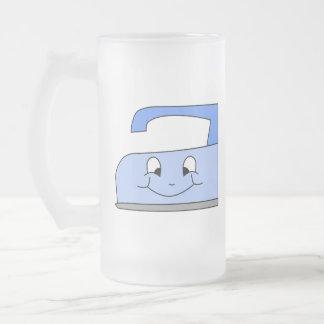 Dibujo animado azul del hierro. En blanco Taza De Cristal