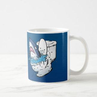 Dibujo animado azul divertido del tiburón del taza clásica