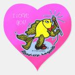 Dibujo animado cómico divertido de los pescados de pegatina corazón