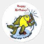 Dibujo animado cómico divertido de los pescados de etiquetas redondas