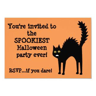 Dibujo animado de Halloween del gato de Scaredy Invitaciones Personales