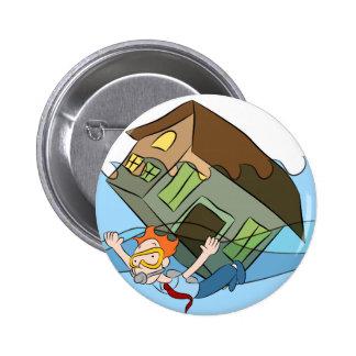 Dibujo animado de hundimiento de la casa bajo el pin redondo de 2 pulgadas