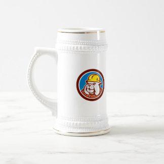 Dibujo animado de la cabeza del trabajador de jarra de cerveza